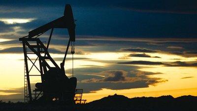 El precio del petróleo llegó a su nivel más bajo en casi siete años