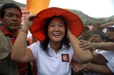 Fujimori sigue primera y Mendoza avanza al tercer lugar en Perú, según sondeo