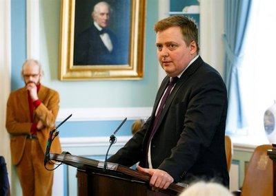 El primer ministro islandés renuncia tras escándalo