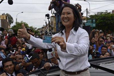 Keiko Fujimori ganó primera ronda pero habrá balotaje en Perú