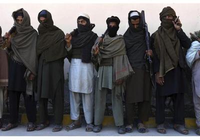 Talibanes viajan a Pakistán para negociar la liberación de su ex número dos