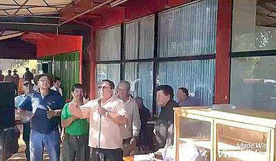 Diputado denuncia a sacerdote por arengar y pedir renuncia de Cartes