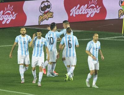 Argentina sigue en la cumbre en el ranking FIFA y Paraguay 39