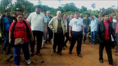 Comitiva de derechos humanos visita asentamiento ocupado por la OLT