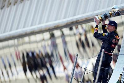Verstappen se convierte en el piloto más joven en ganar en la Fórmula Uno