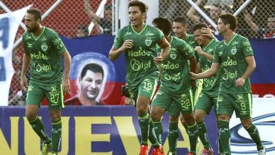 Sarmiento se salva y manda al descenso a Argentinos en fútbol argentino