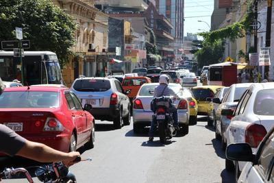 Al menos 600 mil vehículos ingresan diariamente a Asunción