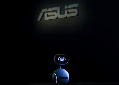 Asustek presenta su primer robot y el teléfono Zenfone 3