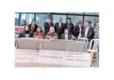 Herederos de autores piden cambio de directivos en APA