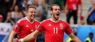 Gales aplasta a Rusia y pasa como puntero en el grupo B
