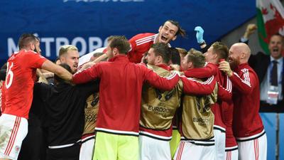 Gales reaccionó a tiempo y dejó fuera a Bélgica