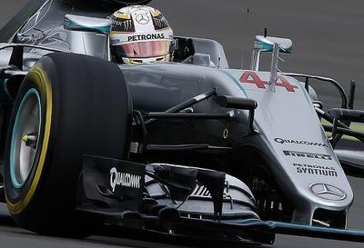 Hamilton, pole in extremis en casa