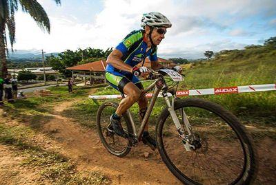 """Suda"" de mountain bike, en San Bernardino"