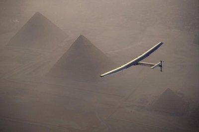 Solar Impulse II lleva a Egipto su mensaje de sostenibilidad