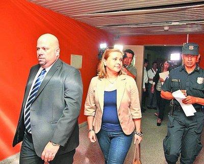 Fiscalía acusa a Karina Rodríguez