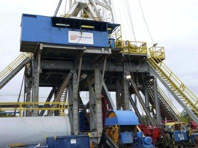 Precios del petróleo siguen cayendo por exceso de oferta