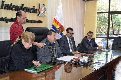 Sumarian a funcionarias municipales por cobro indebido