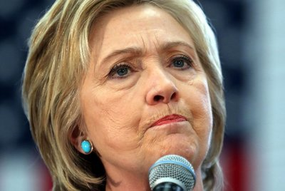 """Clinton pide """"unidad"""" en debate sobre reforma policial"""