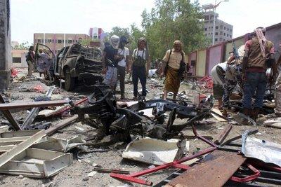 Atentado suicida del EI en Yemen provoca al menos 71 muertos