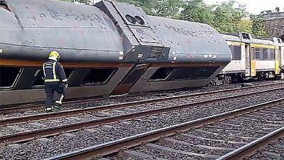 Tres muertos al descarrilar un tren en España