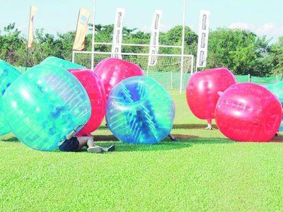 Pelotas chocadoras, la nueva tendencia para recreaciones