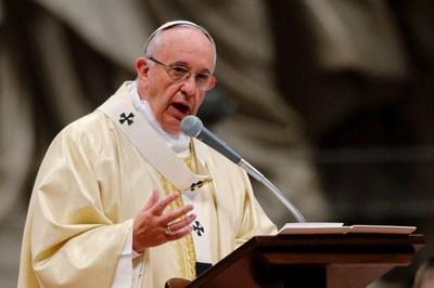 Papa pide diálogo sincero ante familiares de víctimas del atentado de Niza