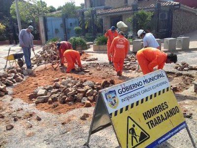 """Reparan las calles en varios de la """"República"""""""