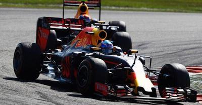 GP de Malasia: Hamilton rompe motor y Ricciardo gana