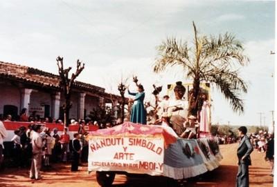 Luego de 30 años Itauguá revive su tradicional desfile de carrozas a puro ñanduti
