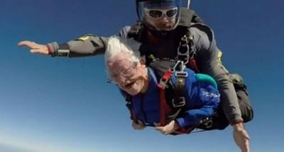 Con 95 años y goza de la vida al extremo
