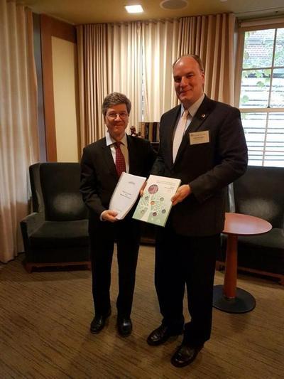 Delegación paraguaya en reunión con Jeffrey Sachs