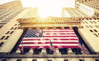 Wall Street apostó por victoria de Clinton y se disparó un 2%
