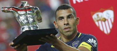 Carlos Tevez da el trofeo a Boca ante Sevilla