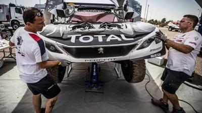 Peugeot-Toyota: la guerra de las bridas llega al Dakar 2017