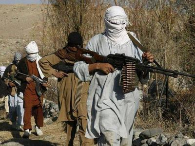 Talibanes decapitan a una mujer en Afganistán por negarse a darles comida