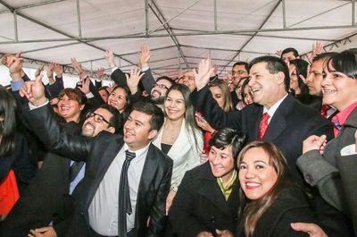 Cartes entregará becas a docentes y saludará a las campeonas de la Libertadores