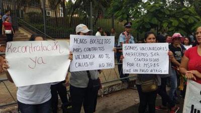 Enfermeros desvinculados del PAI se movilizan