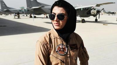 Debate: Primera mujer piloto decide no volver a Afganistán