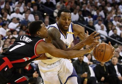 NBA: Los Warriors se acreditan ante los Raptors