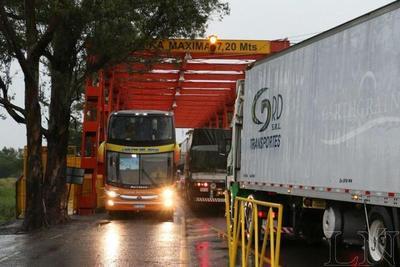 Por el Dakar, limitan paso fronterizo de camiones pesados