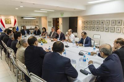Canciller Loizaga realiza evaluación con embajadores y delinea objetivos para el 2017