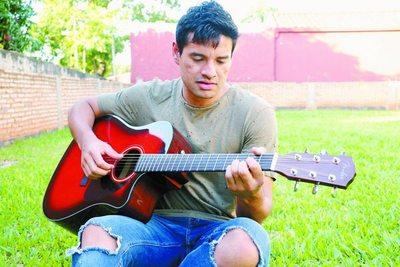 César Benítez: un futbolista con uñas de guitarrero