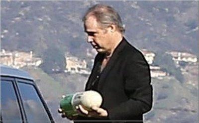 Fisher fue enterrada en una urna con forma de pastilla