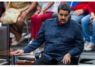 Parlamento venezolano declara abandono de cargo de Maduro