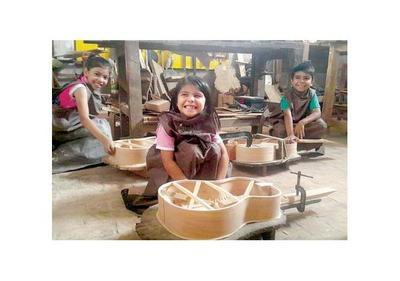 Taller busca inculcar a los niños el arte de crear instrumentos