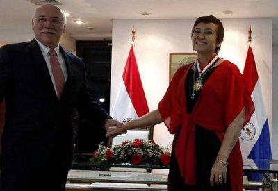 Berta Rojas recibe máxima condecoración de la Cancillería