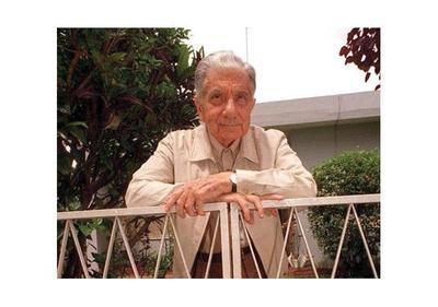 Escritores rinden tributo a Roa Bastos en la Manzana