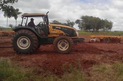 La Itaipú ayuda a campesinos para siembra mecanizada en Itakyry