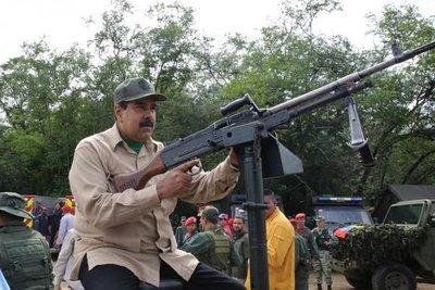 Maduro despliega fuerzas como advertencia a potenciales agresores