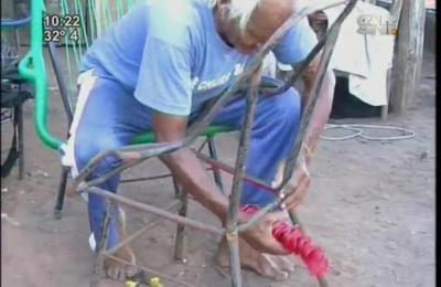 Descubre el trabajo de la silla cable y el particular baile de su creador